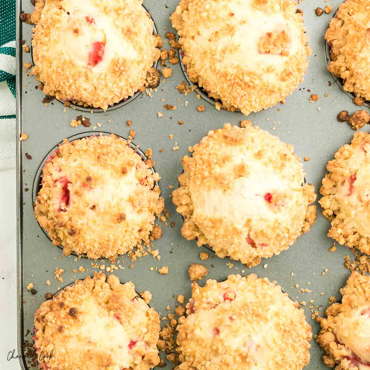 baket muffins in tin