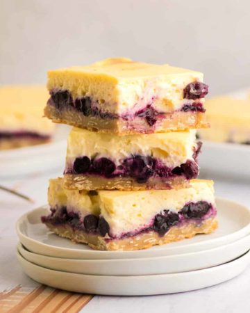 Easy homemade Blueberry Cheesecake Bars
