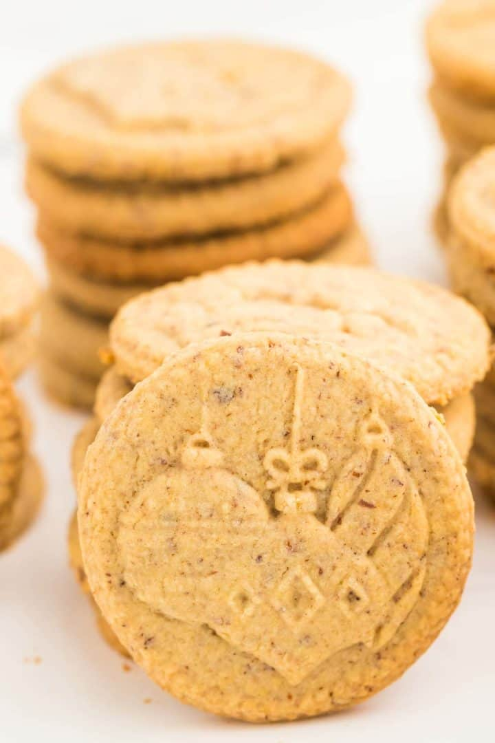 a closeup of a Spekulatius Cookie