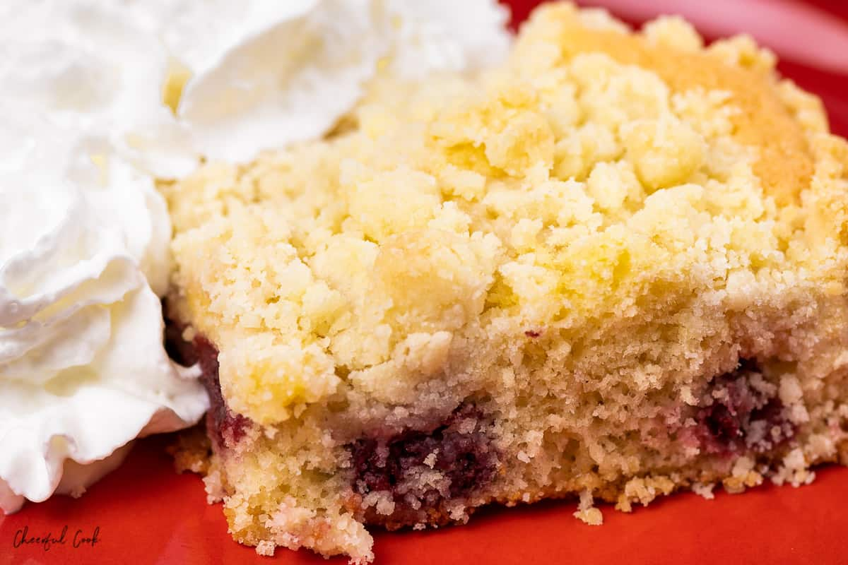 The slice of cherry crumble (Kirschstreusel) with whipped cream